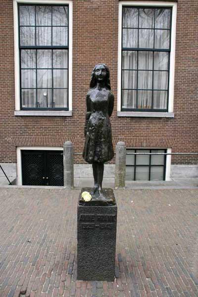 Amsterdam, Anne-Frank-Statue