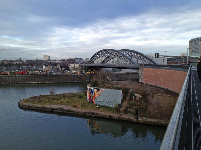 Blick von der Osthafenbrücke zurück zur Honsellbrücke