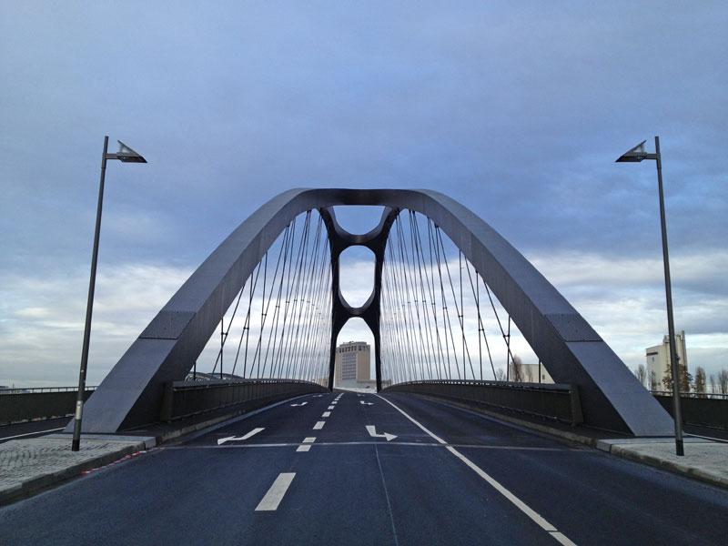Osthafenbrücke von Süden