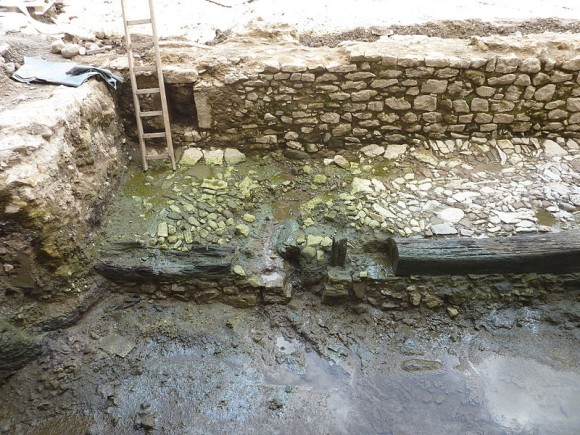 Archäologischer Fund am Römberberg: Hafenmauer aus dem 12. Jahrhundert