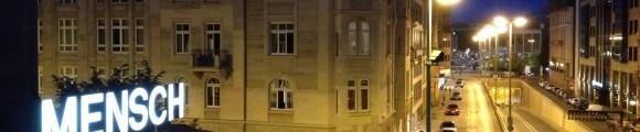 Der Blick aus dem Fenster der Mönchsklause auf die Gutleutstraße