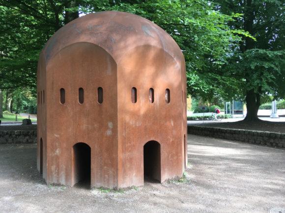 Thomas Schütte: Nuclear Temple