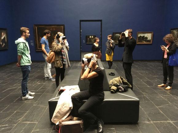 Abgetaucht in die virtuelle Realität. Bild: Monika Gemmer