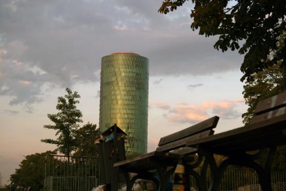 Sehe ihn künftig mit anderen Augen: Der Westhafen Tower. Bild: Monika Gemmer