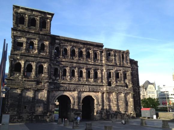 Los geht's hier: Porta Nigra in Trier. (Oh, das reimt sich!)