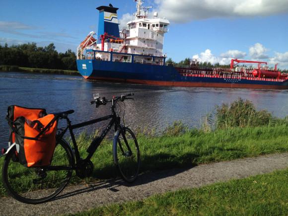Pötte gucken ohne Ende: Mit dem Rad am Nord-Ostsee-Kanal von Brunsbüttel nach Kiel.
