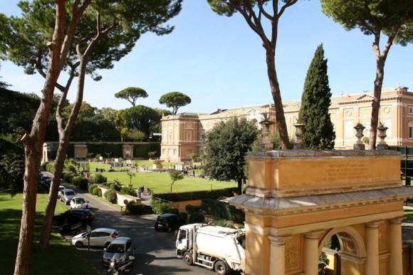 Blick aus dem Vatikanischen Palast auf einen kleinen Teil der Gärten