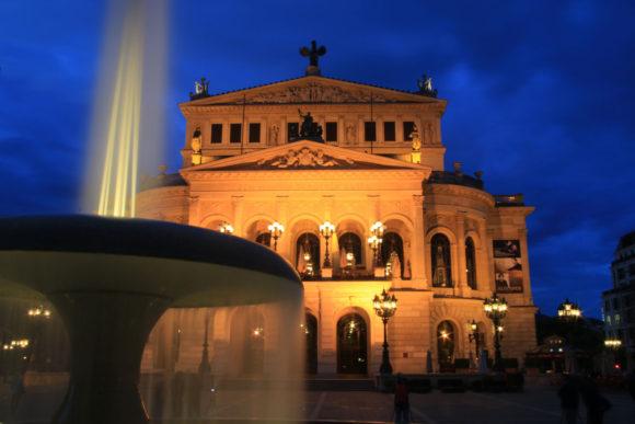 Alte Oper mit automatischem Weißabgeich (AWB). Bild: Monika Gemmer