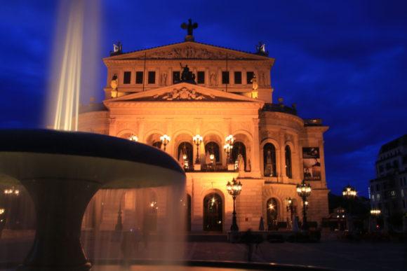 Alte Oper, Weißabgleich Kunstlicht. Bild: Monika Gemmer