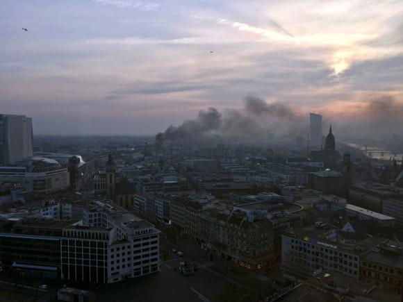 Frankfurt am Morgen des 18.3.2015; Blickrichtung: Osten. Bild: Reuters