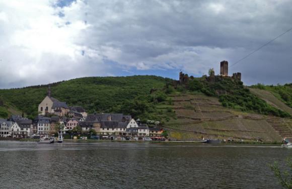 Kulisse mancher  Filmklassiker: Beilstein mit der Burg Metternich.