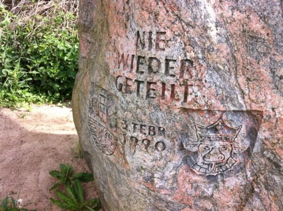 Gedenkstein an der ehemaligen Grenze
